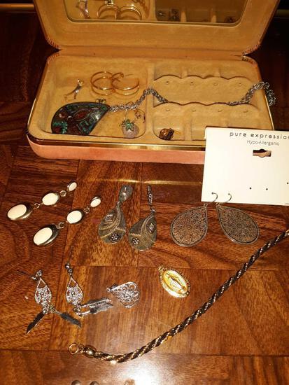 Small Jewelry Box with Jewelry