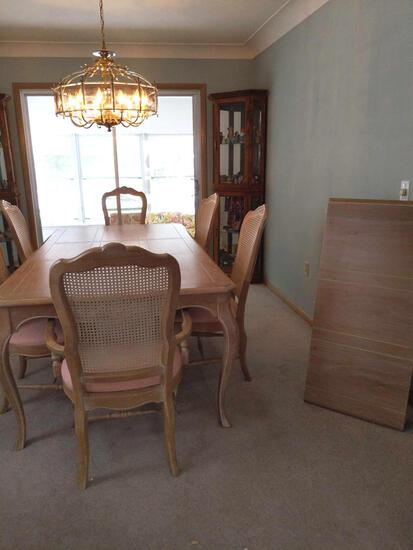 DR- Pennsylvania House Dining Table with (2) Leaves