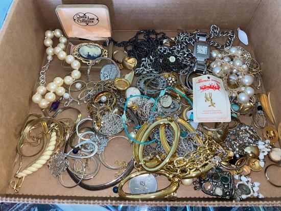 LR- Lot of Womens Jewelry