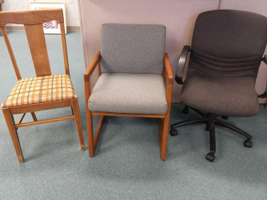 R1- Lot of 3 Chairs