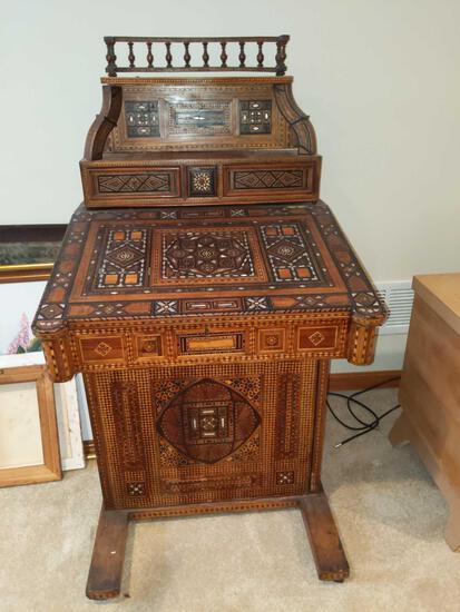 UB2-Davenport Desk