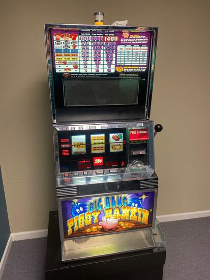 Big Bang Piggy Bankin' Slot Machine