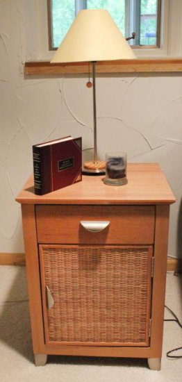 End Table With Lamp & Decor