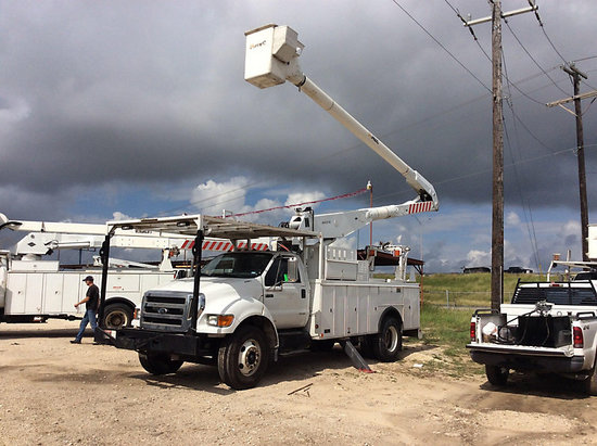 (San Antonio, TX) Altec AA755L, Bucket Truck mounted behind cab on 2008 Ford F750 Utility Truck Runs
