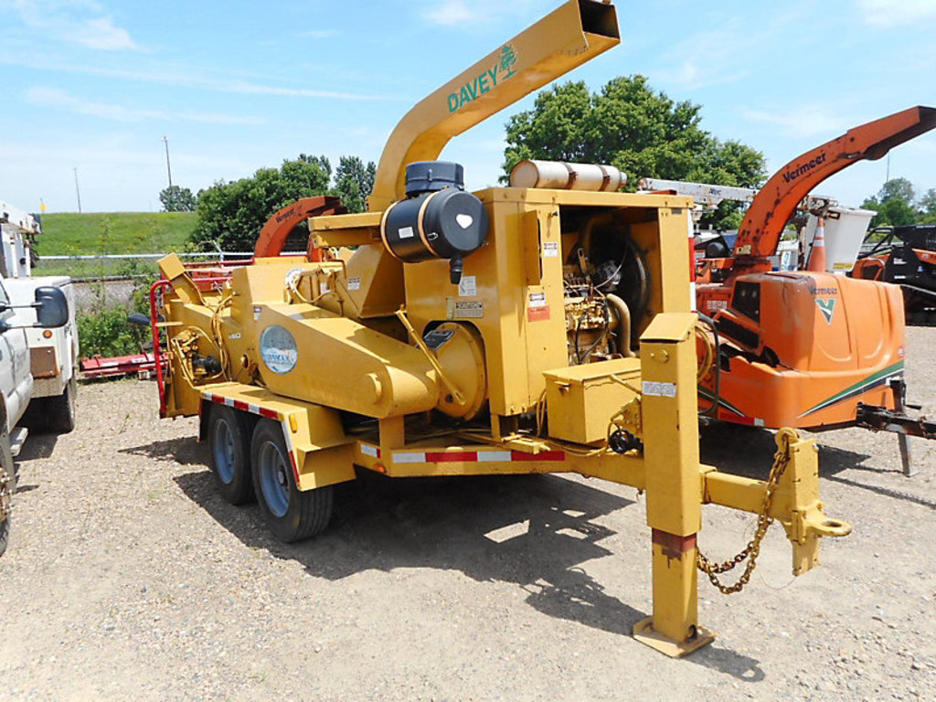 "(Shakopee, MN) 2004 Morbark 2400 Chipper (18"" Drum), T/A trailer mtd No Title"