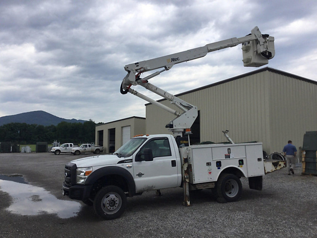 (New Castle, VA) Altec AT37G, Articulating & Telescopic Bucket Truck mounted behind cab on 2013 Ford