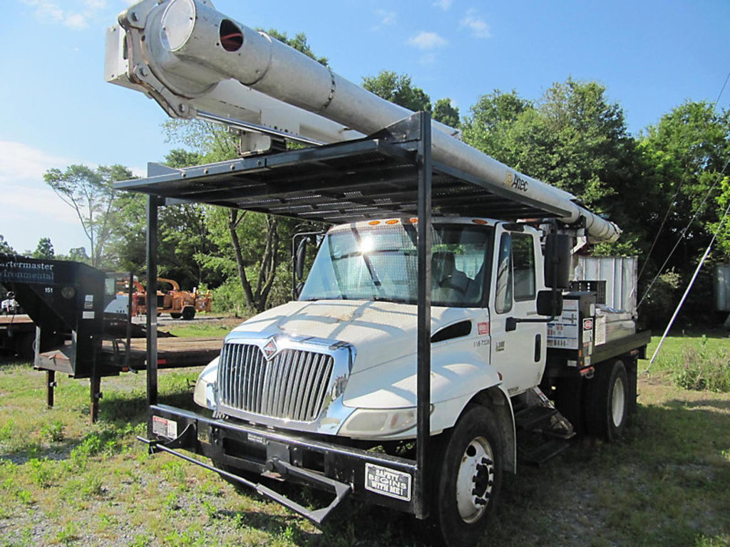 (Shelby, NC) Altec LRV-57RM, Over-Center Bucket Truck rear mounted on 2007 International 4300 Flatbe