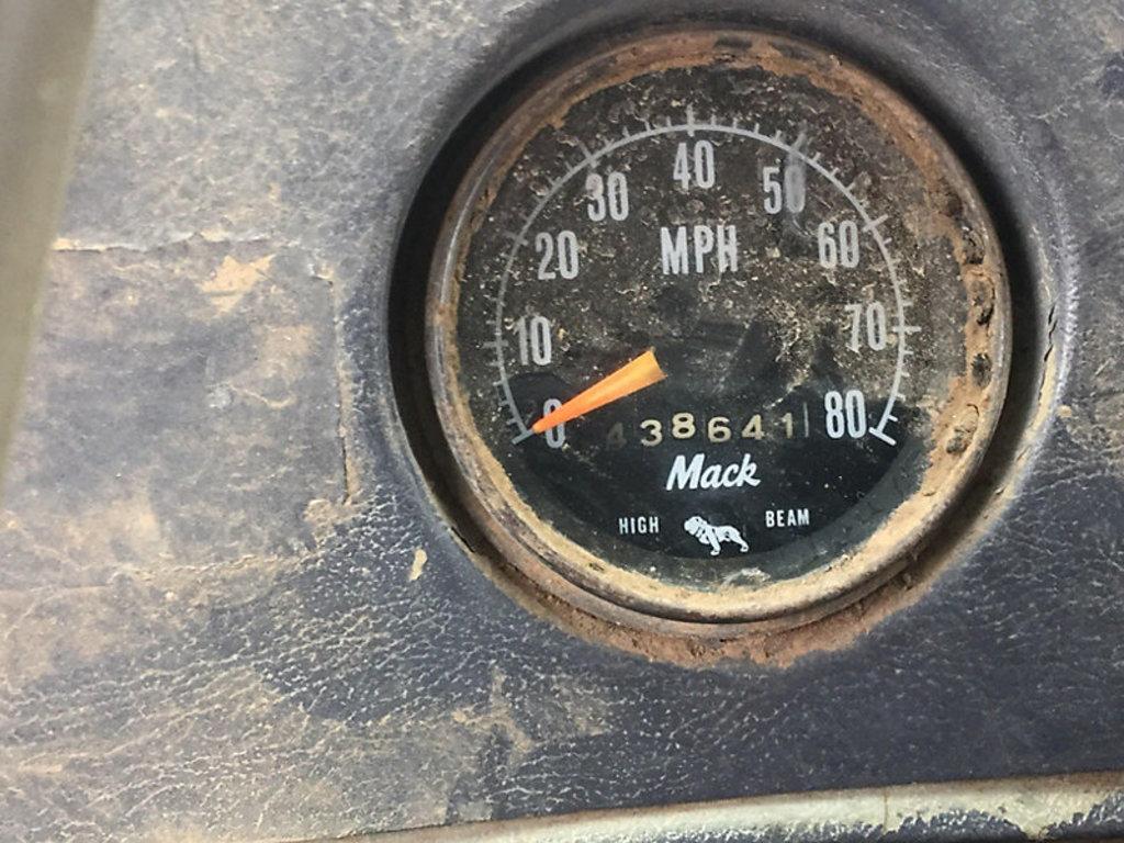 Lot: (Big Spring, TX) 1976 Mack R600 T/A Dump Truck Bonded TX Title