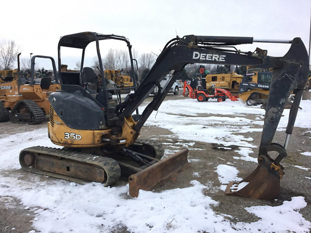 Lot: (Maple Lake, MN) 2012 John Deere 35D Mini Hydraulic Excavator
