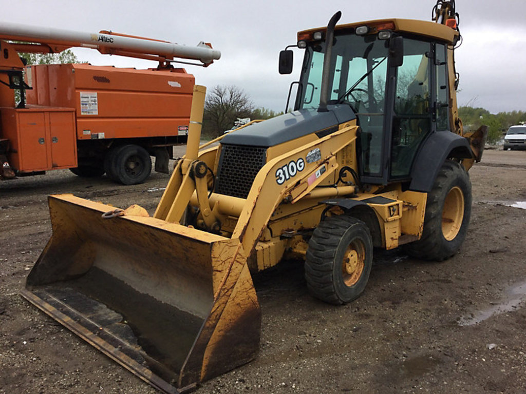 (Des Moines, IA) 2004 John Deere 310G 4X4 Tractor Loader Extendahoe rust holes in cab and fuel tank,