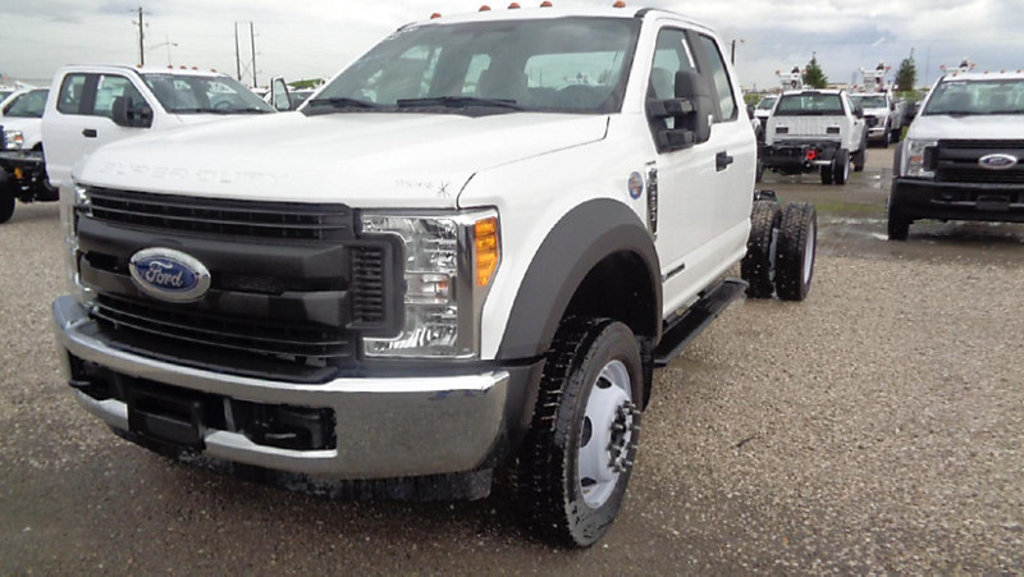 2017 Ford 550 Extended-Cab & Chassis starts, runs, drives