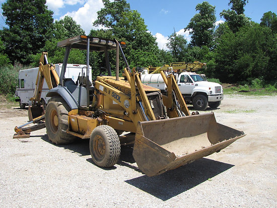 (Indianapolis, IN) 1998 Case 580L Tractor Loader Backhoe Unit will run, drive, and operate
