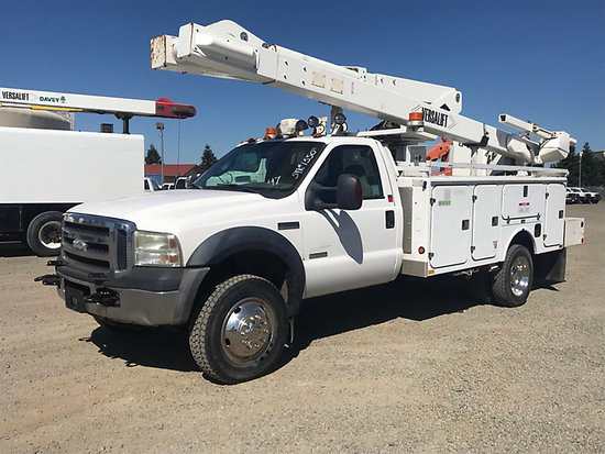 (Dixon, CA) Versalift V040MHI, Articulating & Telescopic Material Handling Bucket Truck mounted behi