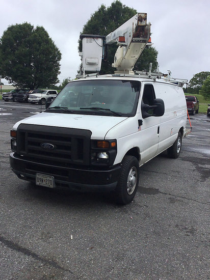 (Frederick, MD) Versalift VANTEL29IH, Telescopic Insulated Bucket Van mounted behind cab on 2008 For