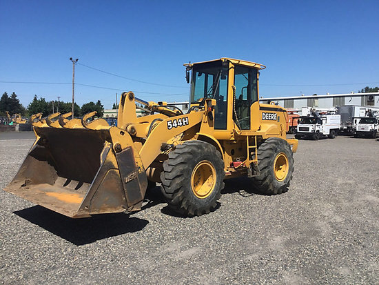 (Portland, OR) 2001 John Deere 544H Articulating Wheel Loader Engine starts and runs, drive train op