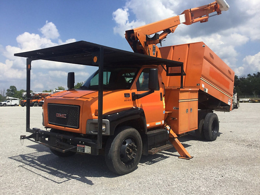 (Verona, KY) Altec LRV-55, Over-Center Bucket Truck mounted behind cab on 2009 GMC C7500 Chipper Dum