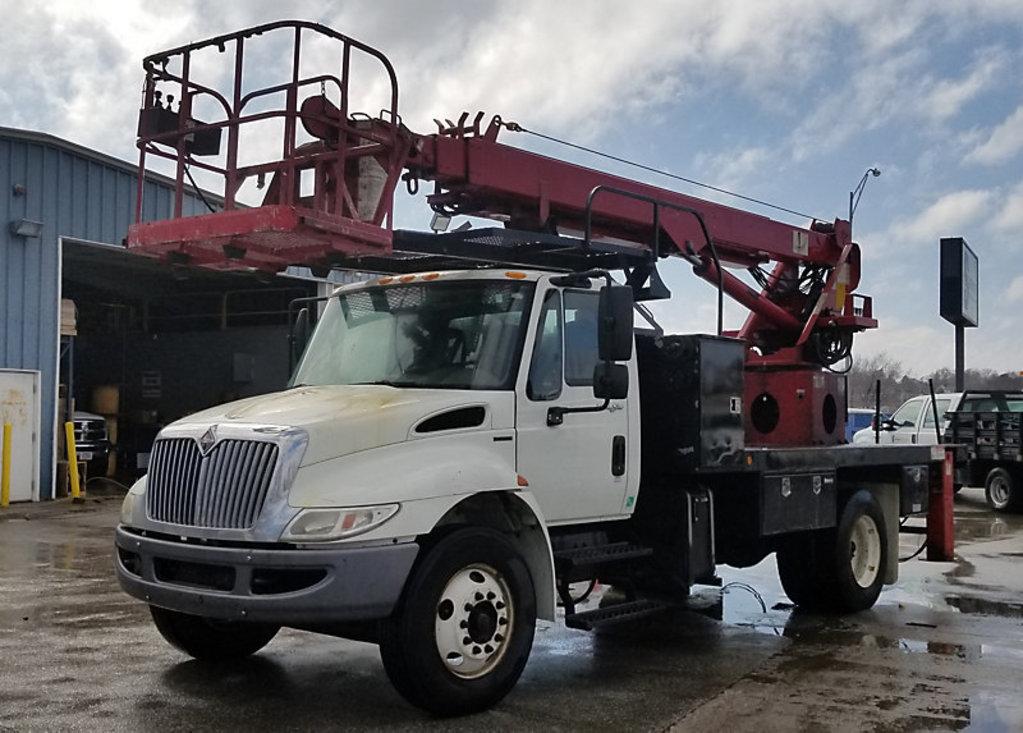 (Omaha, NE) Elliott L55-MH, Sign Crane Platform Lift rear mounted on 2009 International 4300 T/A Fla