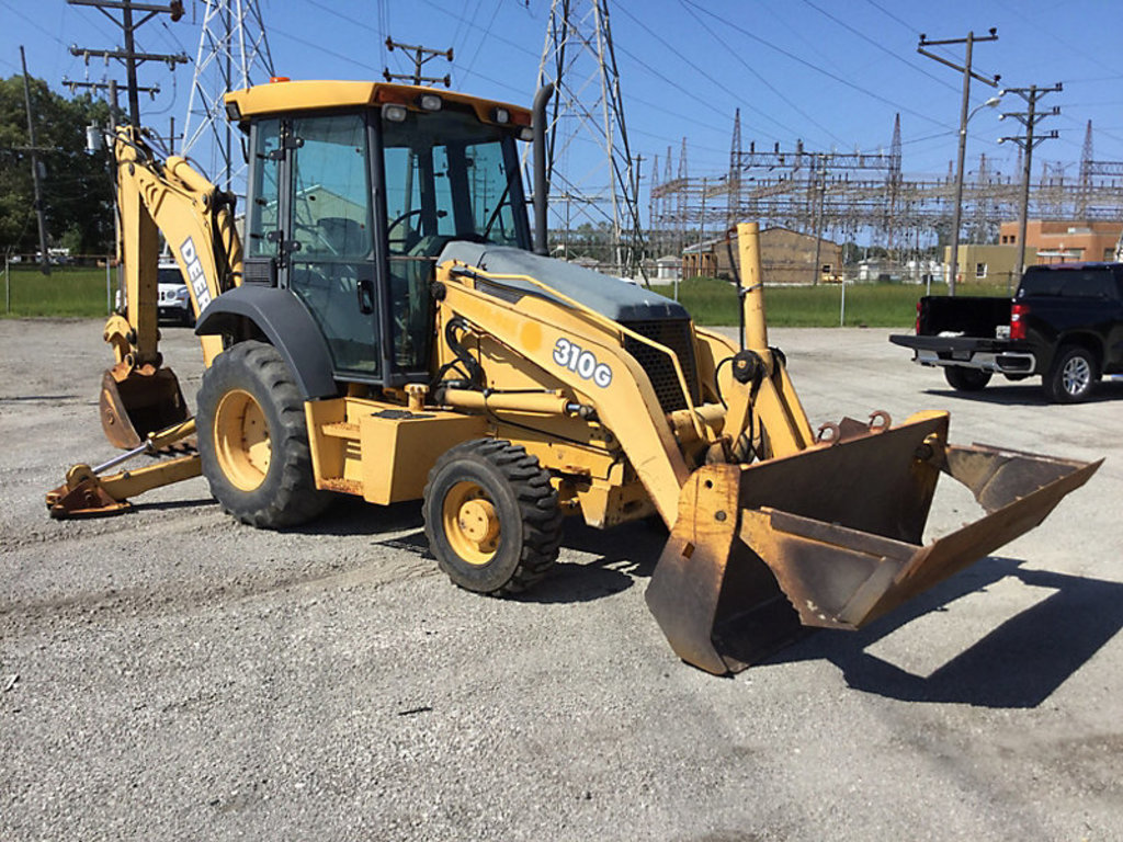 (Gary, IN) 2004 John Deere 310G 4X4 Tractor Loader Backhoe Unit will run, drive, and operate.