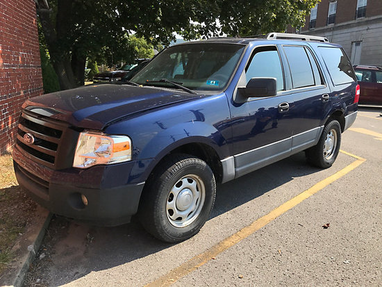 2010 Ford Expedition XLT 4x4 4-Door Sport Utility Vehicle body damage, bad engine, electrical issues