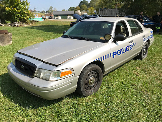 2008 Ford Crown Victoria 4-Door Sedan runs & drives) (TITLE BRANDED RECONSTRUCTED VEHICLE