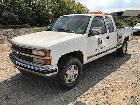 1993 Chevrolet K1500 4x4 Extended-Cab Pickup Truck body & frame rust, runs