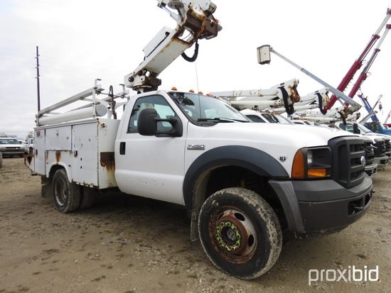 Altec AT235, 40 ft, Articulating & Telescopic Non-Insulated Bucket Truck s/