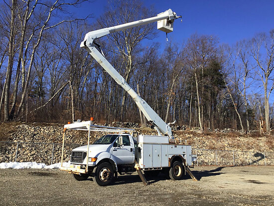 (Shrewsbury, MA) Altec AA755L, Material Handling Bucket Truck rear mounted on 2001 Ford F750 Utility
