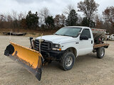 (Wright City, MO) 2002 Ford F350 4x4 Flatbed Truck Starts, runs, drive, snowplow and salt spreader o