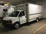 (Columbus, OH) 2004 GMC G3500 Van Body Truck Runs and drives, minor body damage