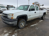 (South Beloit, IL) 2006 Chevrolet K2500HD 4x4 Extended-Cab Pickup Truck runs and drives, seller stat