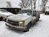 (East Chicago, IN) 2006 Chevrolet K1500 4x4 Extended-Cab Pickup Truck runs & drives, flat tires, bod