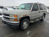 (South Beloit, IL) 1999 Chevrolet Tahoe 4x4 4-Door Sport Utility Vehicle runs and drives, rust damag