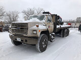 (East Chicago, IN) 1988 Ford FT900F T/A Flatbed Truck runs & drives, body damage) (air compressors o