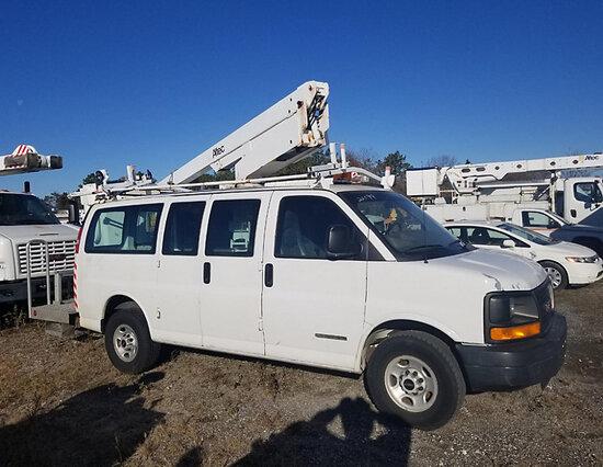 Altec AT200AV, Telescopic Non-Insulated Bucket Van mounted behind cab on 2005 GMC G3500 Cargo Window