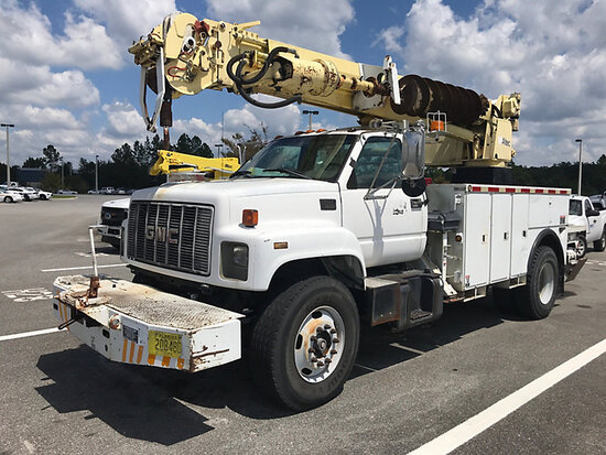 Altec D945-TR, Digger Derrick rear mounted on 2000 GMC C7500 Utility Truck Starts, Runs & Drives; Up