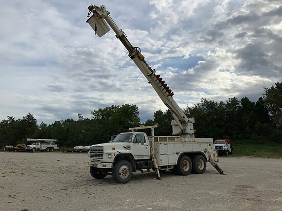 Altec D1090-51TR, Digger Derrick rear mounted on 1994 Ford F900 T/A Utility Truck Starts, runs, driv