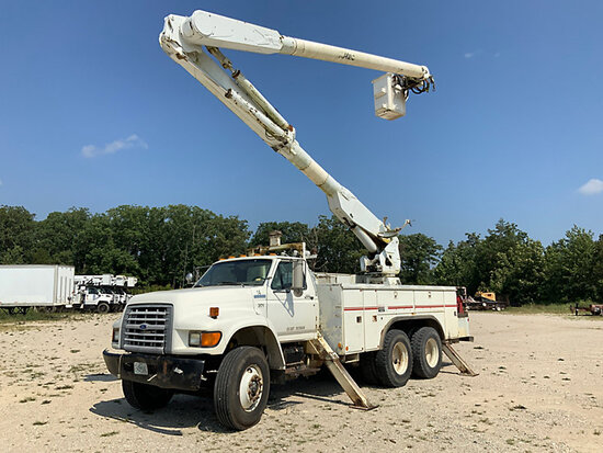 Altec AM855, Over-Center Material Handling Bucket Truck rear mounted on 1997 Ford FT900 T/A Utility