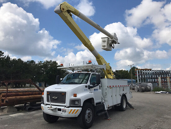 Altec AA600, Material Handling Bucket Truck rear mounted on 2004 Chevrolet C8500 Utility Truck Start