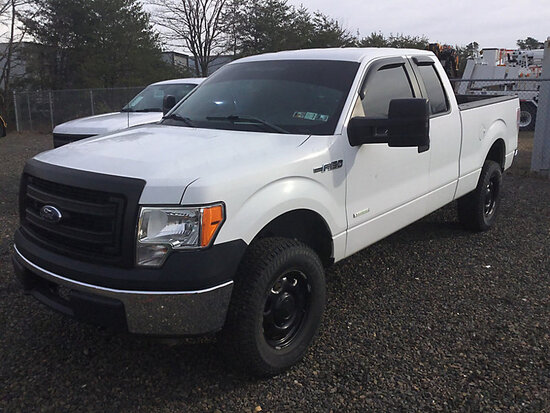 2013 Ford F150 4x4 Extended-Cab Pickup Truck runs rough, drives, minor body damage