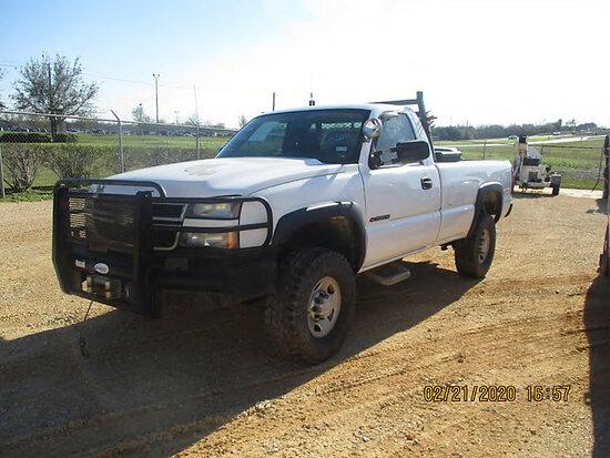 2006 Chevrolet K2500HD 4x4 Pickup Truck Runs with jump start, bad transmission, check engine light o
