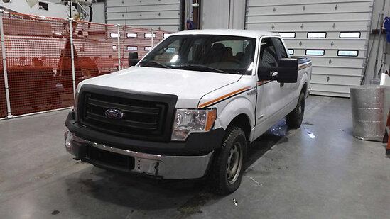 2014 Ford F150 4x4 Extended-Cab Pickup Truck Wrecked, starts and runs. major body damage, flat tires