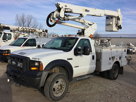 Altec AT37-G, Articulating & Telescopic Bucket Truck mounted behind cab on 2007 Ford F550 4x4 Servic