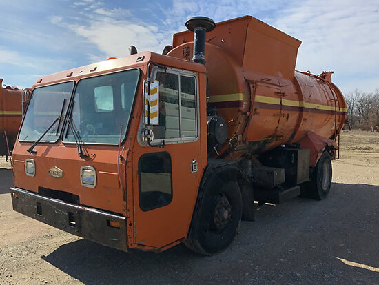2001 Crane Carrier Co. Tilt Cab Low Entry Refuse/Trash Truck Missing key, not running, condition unk