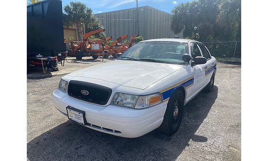 2010 Ford Crown Victoria 4-Door Sedan runs with jump start, drives (BRANDED POLICE VEHICLE