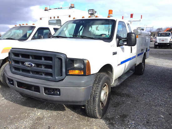 2007 Ford F350 4x4 Extended-Cab Service Truck body damaged