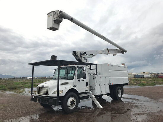Altec LRV60-E70, Over-Center Elevator Bucket mounted behind cab on 2005 Freightliner M2 106 Chipper
