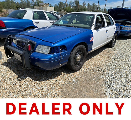 2011 Ford Crown Victoria 4-Door Sedan, Police Interceptor not running, condition unknown, parts remo