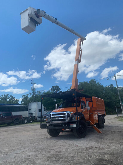 Altec LRV-55, Over-Center Bucket Truck mounted behind cab on 2010 Ford F750 Chipper Dump Truck