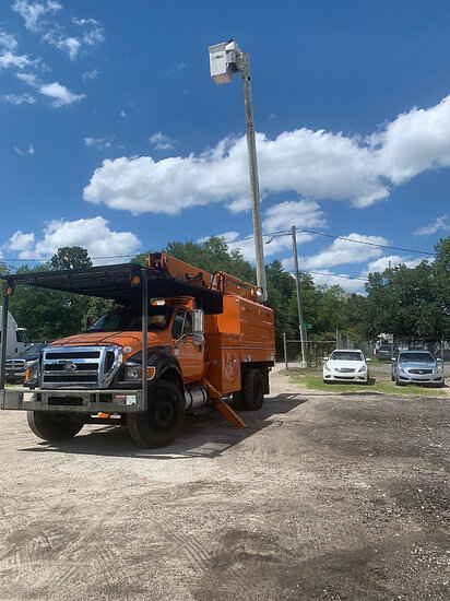 Altec LR756, Over-Center Bucket Truck mounted behind cab on 2012 Ford F750 Chipper Dump Truck runs,