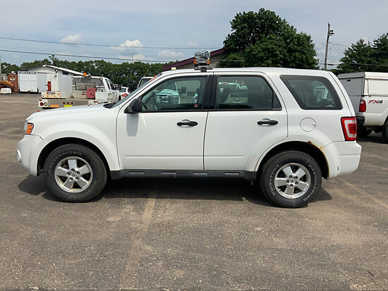 2012 Ford Escape 4x4 4-Door Sport Utility Vehicle runs and drives, rust damage